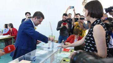 Page consigue la mayoría absoluta y es el segundo líder del PSOE con más respaldo popular