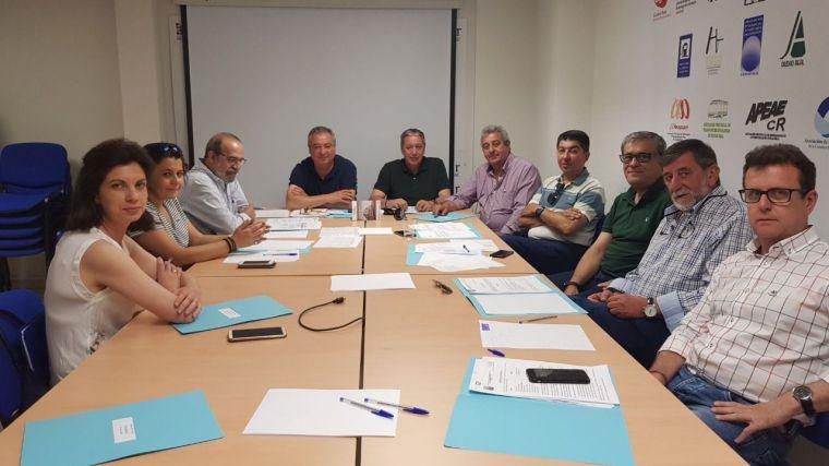 La junta directiva de la Asociación Provincial de Empresarios de Estaciones de Servicio de Ciudad Real aborda medidas que afectan al sector