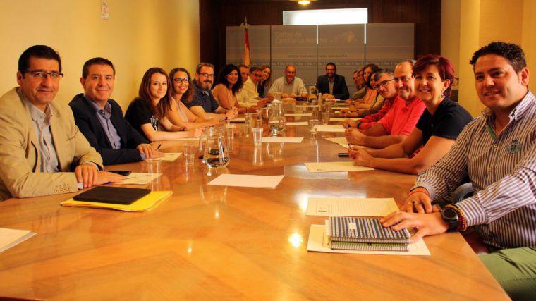 Diálogo, moderación y compromiso, palabras clave en la primera reunión del Grupo Socialista