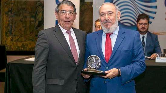 El expresidente de la Asociación Provincial de Transporte de Mercancías de Ciudad Real recibe el reconocimiento de la patronal nacional