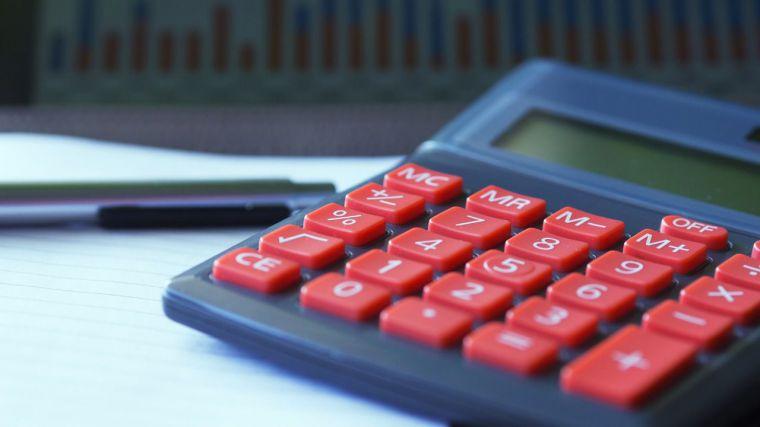 La Junta reduce a la mitad la deuda con sus proveedores