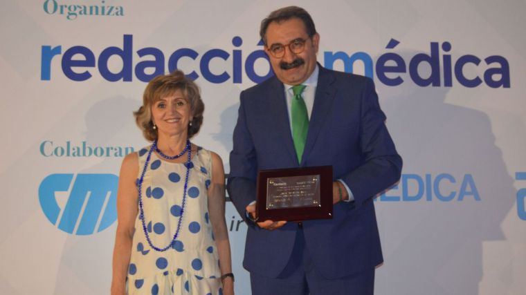 """El grupo periodístico """"Sanitaria 2000"""" galardona al consejero de Sanidad de CLM como el mejor de todas las Comunidades"""
