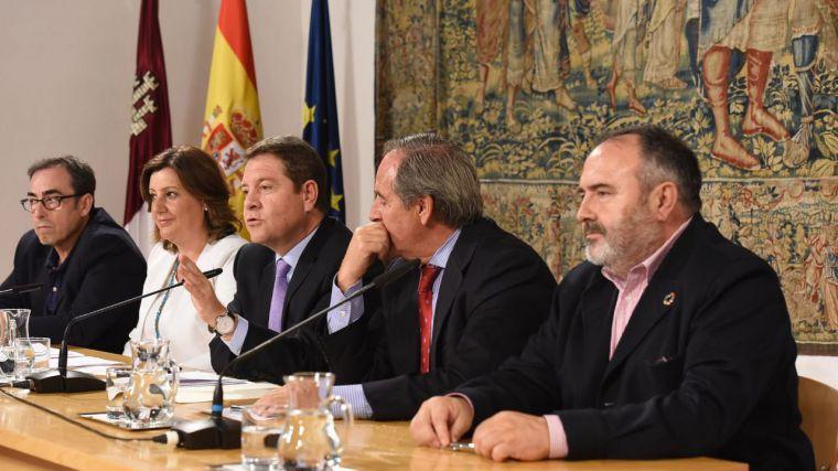 Gobierno, sindicatos y empresarios firman la hoja de ruta económica de CLM para los próximos cuatro años