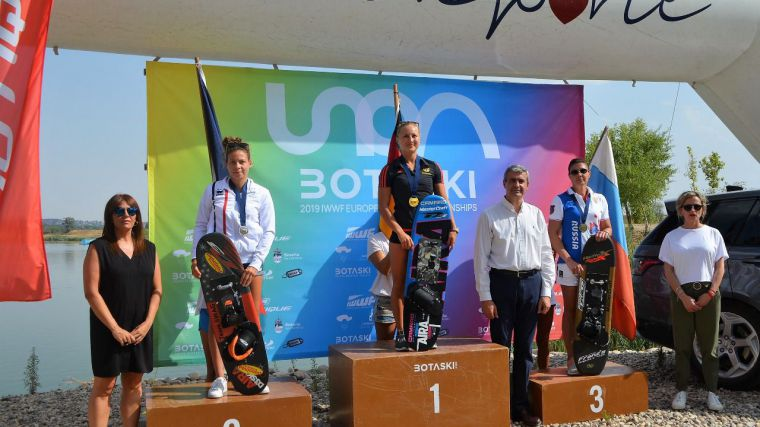 Álvaro Gutiérrez entrega en Seseña las medallas del Campeonato Open de Europa de Esquí Náutico IWWF 2019