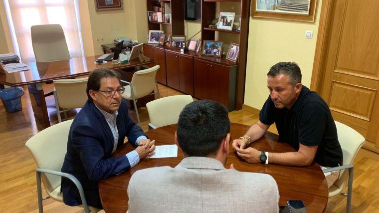 Miguel Ángel Rivero, presidente provincial de CEAT, da a conocer la situación de los autónomos en Malagón