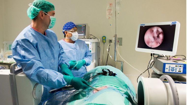 Nuevas técnicas mínimamente invasivas de cirugía de columna se practican en Toledo