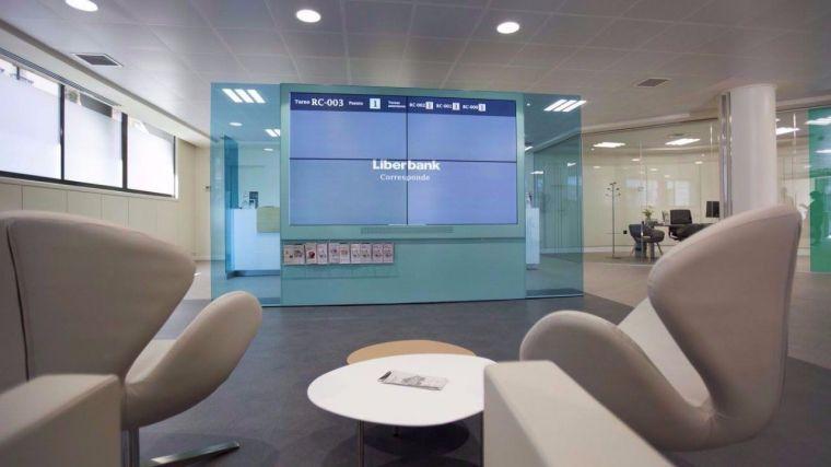 Menos oficinas (15%) y empleados (6,5%), menos depósitos (2,5%) y más créditos (5,4%) y menos activos deteriorados (28%) dejan 73 millones de beneficios en Liberbank