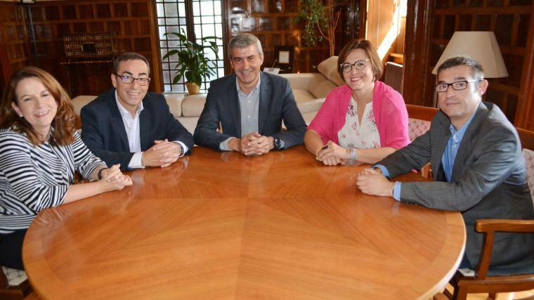 Álvaro Gutiérrez y Paco de la Rosa mantienen una reunión de trabajo