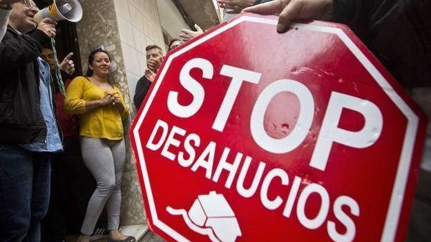 Imputan a 22 activistas de la PAH tras intentar evitar un desahucio en el Barrio de los Escritores