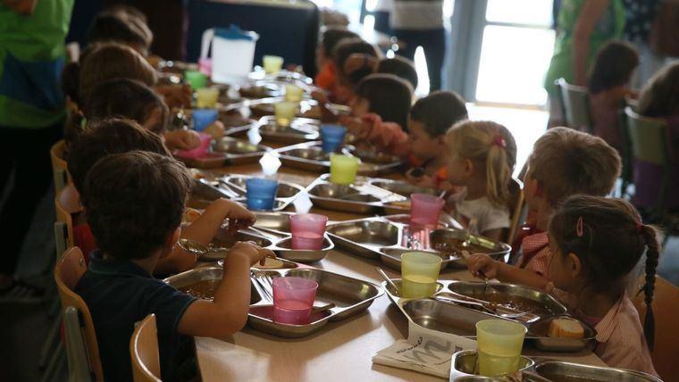Las familias castellano-manchegas invierten de media 93 euros por hijo al mes en el comedor escolar