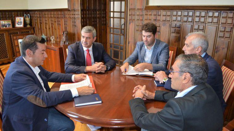 Álvaro Gutiérrez ofrece colaboración institucional y apoyo a proyectos del nuevo gobierno municipal de Los Navalmorales