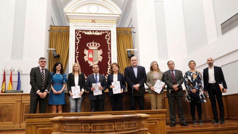 """Las Cortes reimpulsan el trabajo contra la pobreza, """"una prioridad inexcusable"""""""