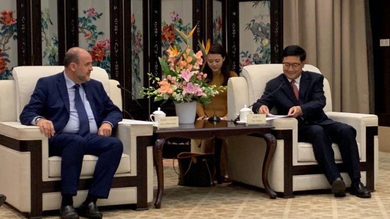 La Junta solicita la colaboración de las autoridades de Sichuan para avanzar en un protocolo que permita comercializar azafrán de La Mancha en China