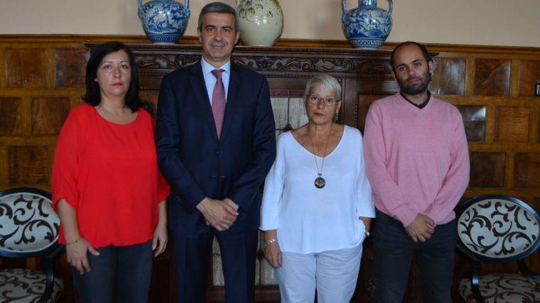 Álvaro Gutiérrez se interesa por los proyectos del nuevo gobierno de Espinoso del Rey para el municipio