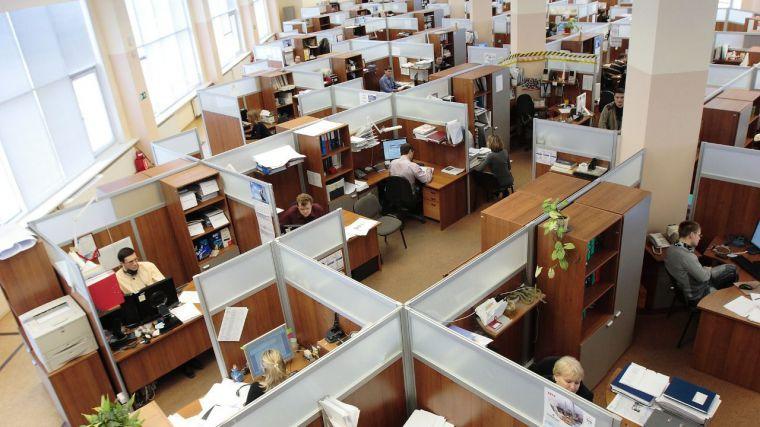 El sector público tira del empleo en el último año y genera 5.200 de los 8.500 nuevos puestos de trabajo en la región