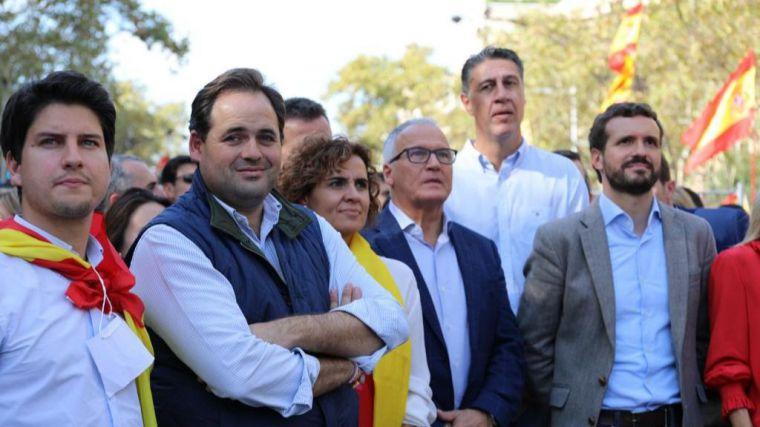 Núñez acude a la manifestación convocada por Sociedad Civil Catalana y afea a Page su ausencia