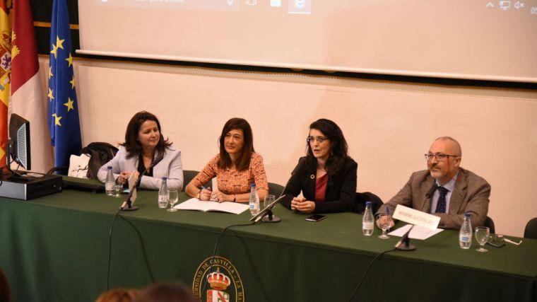 La directora del Instituto de la Mujer denuncia la invisibilidad social que aún tiene la violencia económica hacia las mujeres