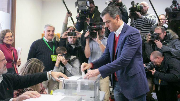 Las elecciones dejan a España en el laberinto, sin mayorías claras, con el fortalecimiento de la extrema derecha y el hundimiento de Ciudadanos