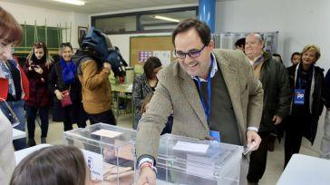 Núñez asegura que los vecinos de la región tienen hoy en la mano decidir cómo queremos que sea la España del mañana y cómo se gestionan nuestros intereses
