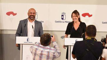 El ex-vicepresidente segundo de la Junta, José García Molina, y la ex-consejera de Coordinación del Plan de Garantías.
