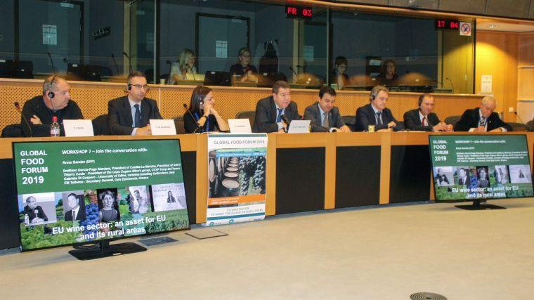 García-Page reivindica en Bruselas que se mantengan las cantidades y los fondos de la PAC así como ayudas específicas para el olivar de bajo rendimiento
