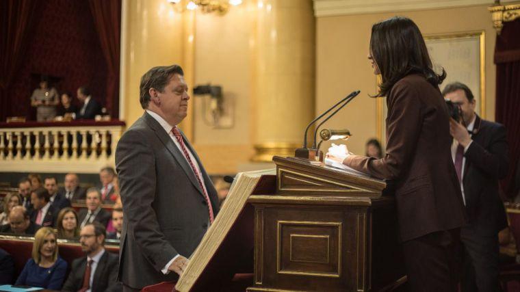 Félix Ortega y Montse Muro adquieren su condición plena de senadores