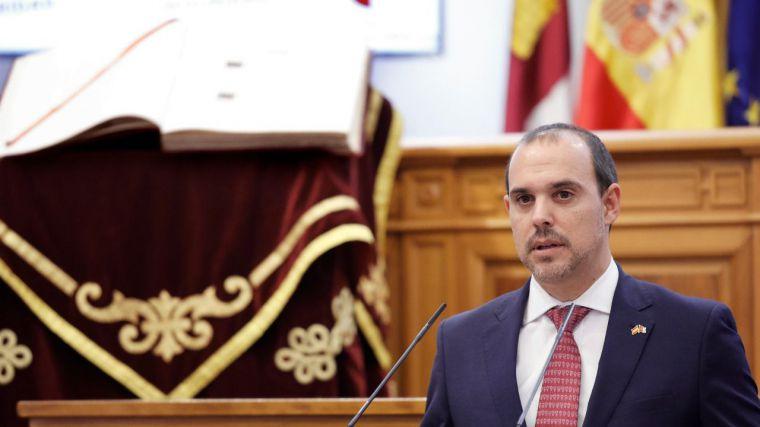 """El presidente del parlamento autonómico reclama """"la España de nuestros padres y de la Transición"""" en el acto institucional del Día de la Constitución"""