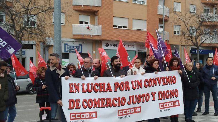 CCOO y las plantilla del Comercio de Cuenca reclaman ante la patronal un convenio colectivo digno para el sector