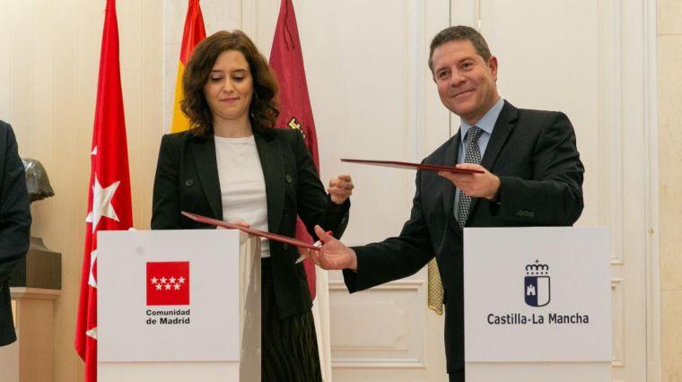 """Castilla-La Mancha y la Comunidad de Madrid rubrican el convenio de la tarjeta de transporte que ejemplifica """"el sentido cooperativo de las autonomías"""""""
