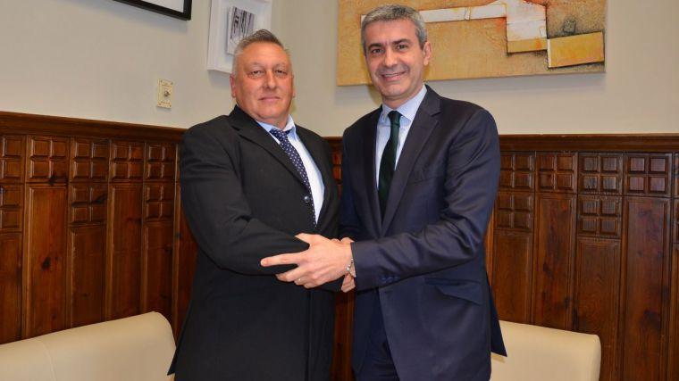 Álvaro Gutiérrez reconoce a un heroico empleado de la Diputación de Toledo
