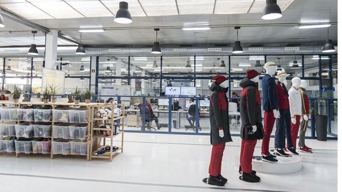 Joma pone sus máquinas a trabajar contra el Covid-19 y fabrica 40 diademas de mascarillas sanitarias al día