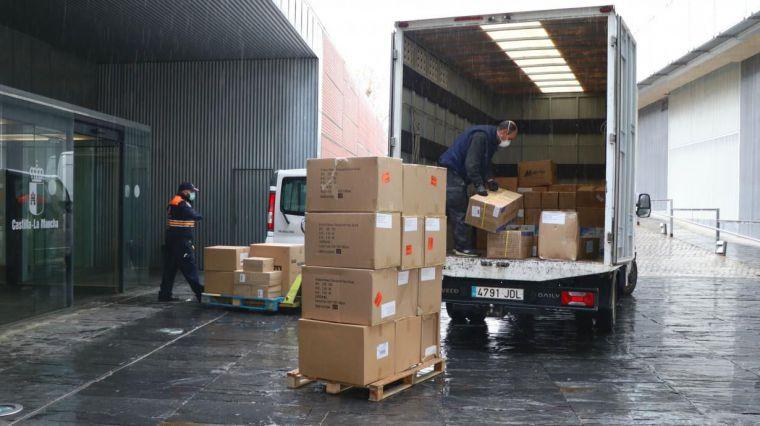 La Junta realiza un tercer envío con más de 1,4 millones de artículos de protección para los profesionales de los centros sanitarios de región