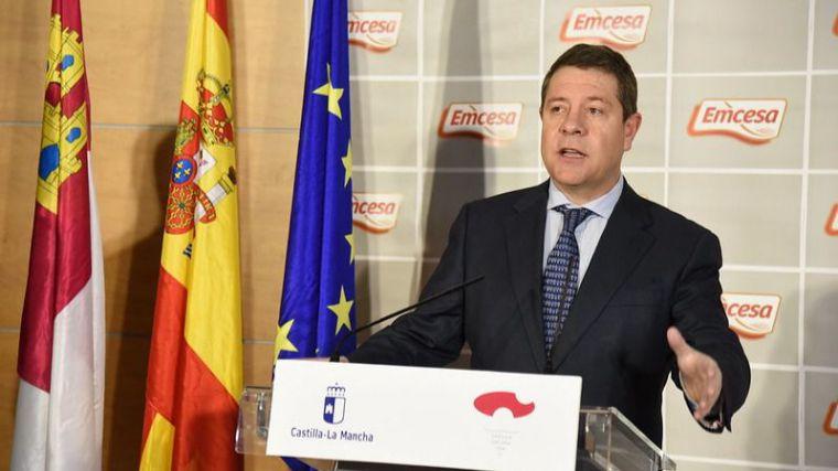 García-Page reitera su admiración a la labor de los sanitarios y asegura que