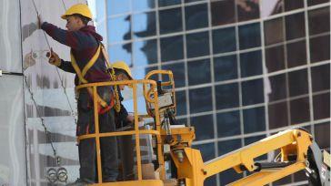 La construcción impulsa el empleo en mayo y la región se anota la segunda mayor bajada del paro del país