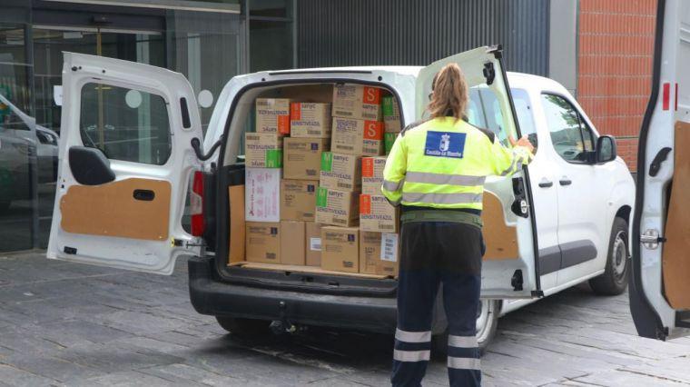 El Gobierno de Castilla-La Mancha mantiene la distribución de EPIs para los profesionales sanitarios con un nuevo envío de cercano a los 430.000 artículos