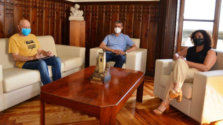 Álvaro Gutiérrez analiza con el alcalde de La Estrella las necesidades del municipio y la situación económica del ayuntamiento