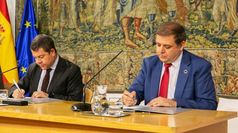 Junta y Correos firman un convenio para implementar servicios en el medio rural