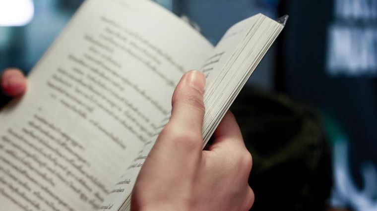 """30 recomendaciones literarias a todos los públicos """"para continuar con el hábito lector durante este verano"""""""