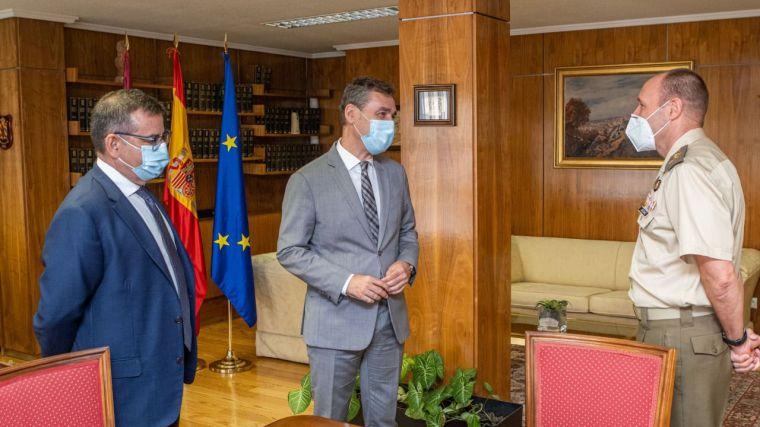 El delegado del Gobierno de España recibe al nuevo director del Museo del Ejército