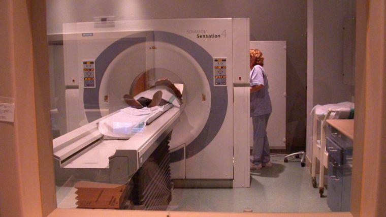 Radioterapia, operaciones, hemodiálisis, tomografías… El gobierno refuerza en centros privados la atención