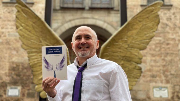 """Jesús Gallardo presenta un nuevo libro de relatos titulado """"Los ángeles tienen corbata"""""""