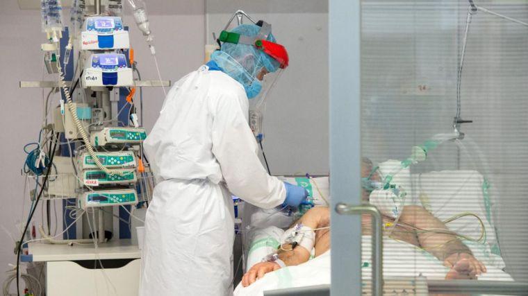 La actividad quirúrgica salva octubre, pero preocupa el aumento en UCIs de pacientes con Covid