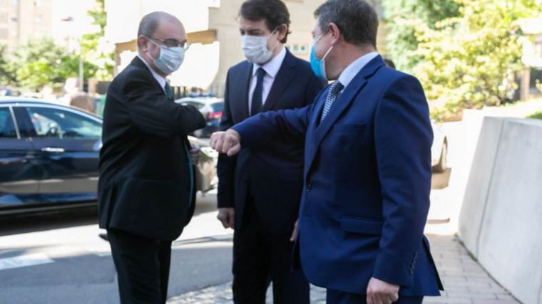 El presidente de Castilla-La Mancha se reúne en Talavera de la Reina con los presidentes de Aragón y Castilla y León