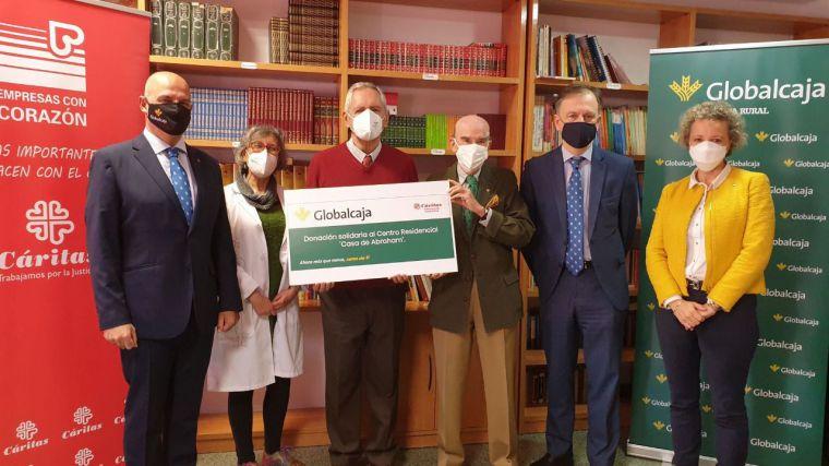 Globalcaja realiza una donación solidaria al Centro Residencial 'Casa de Abraham', de Cáritas Ciudad Real