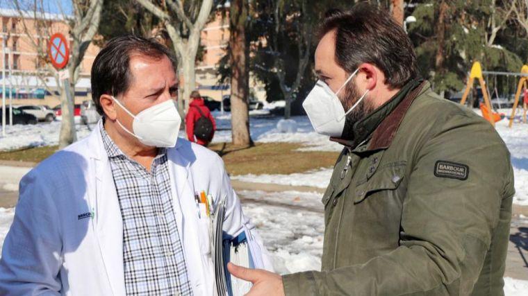 Núñez incide en la urgencia de poner en marcha el nuevo Hospital de Toledo para atender pacientes COVID, incrementar el nivel de vacunación y realizar test masivos