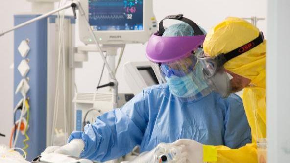 Las hospitalizaciones en planta y UCI se triplican desde el 1 de enero y el gobierno regional destaca que hay