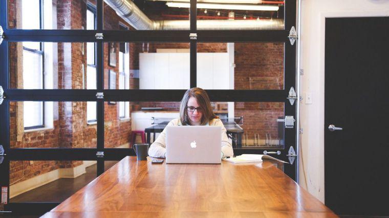 La separación de bienes y la custodia compartida disminuyen la brecha de género en conocimientos financieros