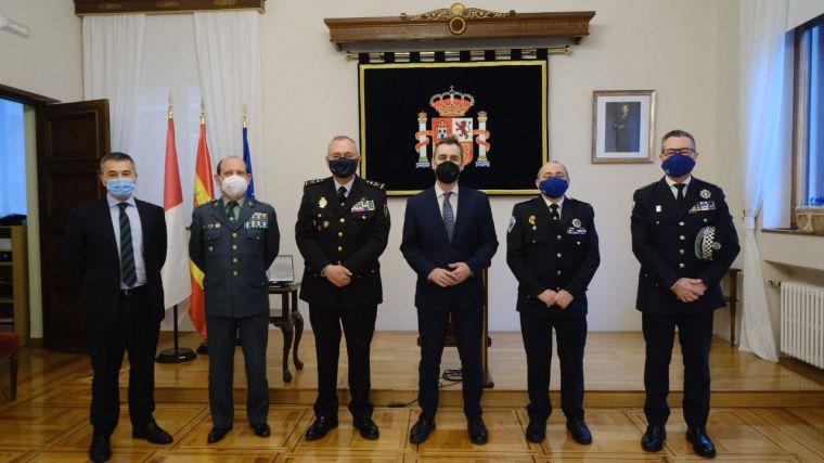 El delegado del Gobierno en Castilla-La Mancha recibe la Medalla de Reconocimiento de Servicio en la Pandemia COVID-19