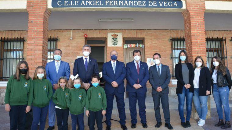 Álvaro Gutiérrez, orgulloso de que la Diputación de Toledo haya colaborado en la reapertura del colegio de Cabañas de Yepes