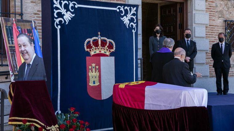 Emocionado adiós de las Cortes al que fuera su presidente Fernández Vaquero, reconociendo su gran humanidad, su carácter dialogante y su entrega